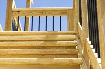 Construire son patio soi-même - Escaliers, marches et limons