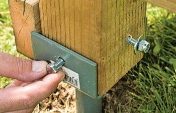 Construire son patio soi-même - Installation des pieux